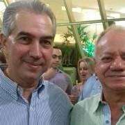 Presidente do SIRECOM-MS, José Alcides dos Santos, durante a solenidade ao lado do governador Reinaldo Azambuja