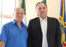 Presidente do CORE-MS, José Alcides dos Santos, recepciona auditor-chefe do Confere, Falb Nali. Foto Assessoria de Imprensa