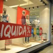 Loja do shopping Itaboraí Plaza em liquidação -Tânia Rêgo/Arquivo Agência Brasil