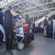 Novo regulamento aprovado pela Anac para o transporte aéreo de passageiros prevê a possibilidade de as empresas cobrarem por qualquer bagagem despachada. José Cruz/Agência Brasil