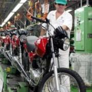 Indústrias têm o maior percentual de pedidos de falência (39%). Depois, aparecem o setor de serviços (35%) e o comércio (26%) .    Arquivo/Agência Brasil