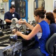 Pesquisa diz que, com acesso restrito ao crédito, as indústrias de menor porte têm mais dificuldade de se recuperar da recessão  - Arquivo/Agência Brasil