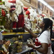 Lojas varejistas aumentaram em 5,5% busca por crédito junto ao comércio atacadista. Rovena Rosa/Agência Brasil
