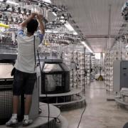 As horas trabalhadas na produção industrial recuaram 3,3%, o emprego teve queda de 3,9% e a massa real de salários encolheu 3,5%, segundo a CNI. Arquivo: Agência Brasil
